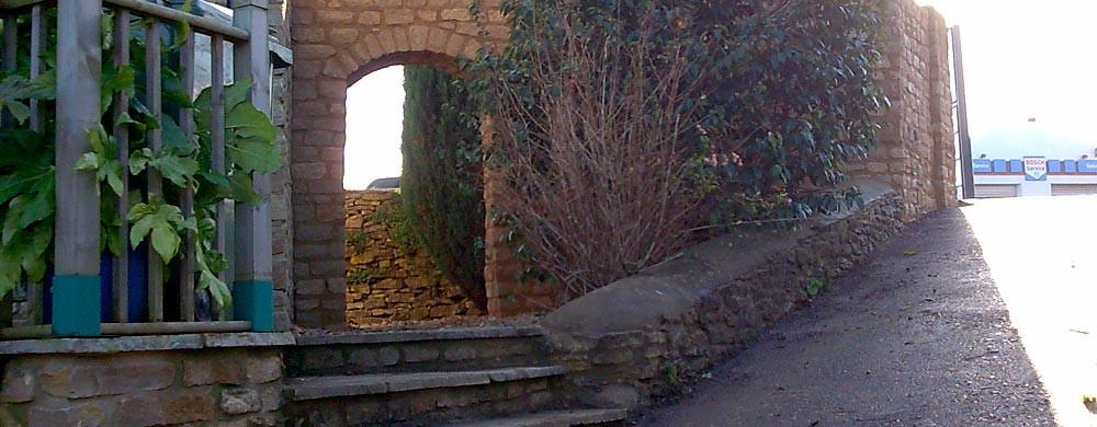 banner-archway