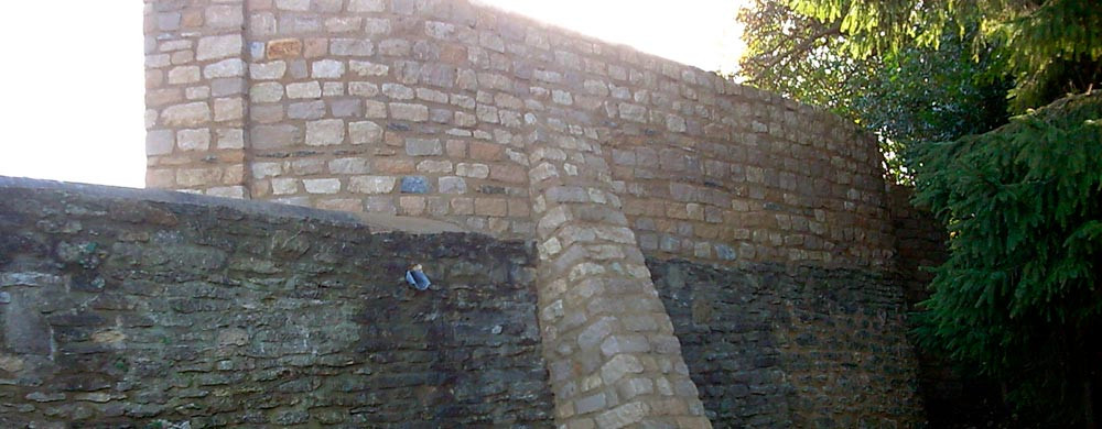 banner-buttress-wall